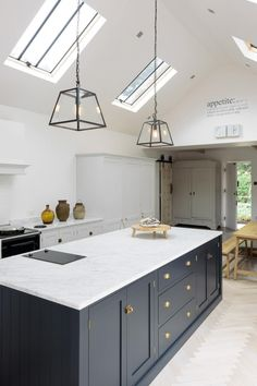 Modern Kitchen Style Developments A new kitchen fashion Householders are starting to go away from the very modern, minimalistic search to a new warm and Devol Kitchens, Shaker Style Kitchens, Modern Farmhouse Kitchens, Home Kitchens, Farmhouse Style, Kitchen Modern, Kitchen Contemporary, Devol Shaker Kitchen, Contemporary Cabinets