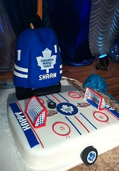 hockey rink cake with nets Hockey Birthday Cake, Hockey Birthday Parties, Sports Themed Birthday Party, Hockey Party, Boy First Birthday, Birthday Ideas, Birthday Cakes, Fondant Cakes, Cupcake Cakes