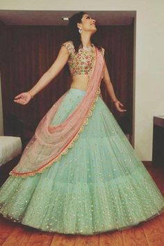 Creative Chaniya Choli Designs For Weddings images on Designspiration Indian Lehenga, Lehenga Dupatta, Half Saree Lehenga, Green Lehenga, Lehnga Dress, Ghagra Choli, Long Anarkali, Anarkali Gown, Sharara