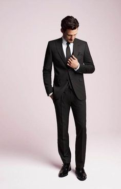 A good suit never goes out of fashion! Make sure to buy a nice one, that fits perfectly. You can never go wrong! #mode #style #fashion #gentlemen #lifestyle #dresswell #party #luxury #men #fastlife #goodlife #rich