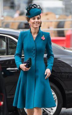 آموزش دوخت مانتو الگوی پشت رو هم دقیقا - زیباکده Duchess Kate, Duchess Of Cambridge, Kate Middleton, Ran Nfl, Anzac Day, Prince William And Kate, Camel Coat, Princess Kate, Coat Dress