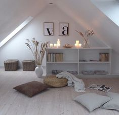 fr The post Cocoroca.fr appeared first on schlafzimmer ideen dachschrge – Cocoroca. Small Loft Spaces, Attic Spaces, Attic Renovation, Attic Remodel, Attic Bedrooms, Loft Room, My New Room, House Painting, Home And Living