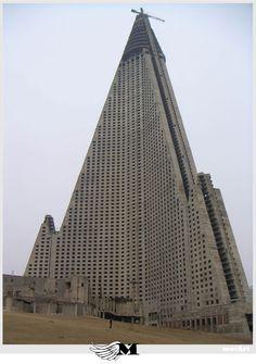 MotArt: Neo-Brutalist Architecture