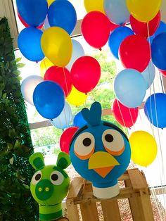 Detalhes da mesa decorada por Lilian Ruas, da Tribo da Festa www.tribodafesta.com.br    #festainfantil #mesadecorada #angrybirds #balões