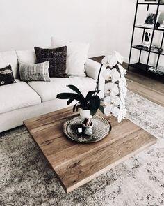 Cosy Home Interior minimal coffee table Home Interior minimal coffee table Office Inspiration, Decoration Inspiration, Decor Ideas, Room Ideas, Decoration Ikea, Decoration Bedroom, Home Living Room, Living Room Designs, Living Room Decor