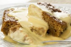 South African Dessert: Malva Pudding: Malva pudding, a traditional South African dessert covered with custard South African Desserts, South African Dishes, South African Recipes, Zimbabwe Food, Zimbabwe Recipes, Hot Desserts, Italian Desserts, Delicious Desserts, Yummy Food