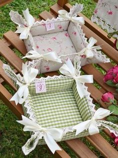 BREAD BASKET - CORAL Collection - Refined and romantic bread basket, that will donate a touch of style in your kitchen tableThis post was discovered by Ga Fabric Crafts, Sewing Crafts, Sewing Projects, Projects To Try, Fabric Boxes, Fabric Basket, Sewing Baskets, Sewing Hacks, Diy And Crafts
