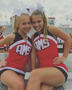 Senior Cheerleader, Dallas Cheerleaders, College Cheerleading, Cheerleading Pictures, Cheerleading Outfits, Cheer Pictures, Professional Cheerleaders, University Girl, Teen Girl Poses