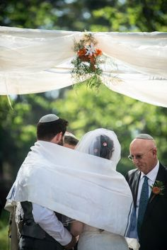 Simple chuppah for an outdoorsy Conservative Modern Jewish Wedding