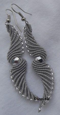 Tempo fa, mi sono stati chiesti degli orecchini per una sposa... come vi ho accennato nello scorso post non era il periodo migliore per acce...