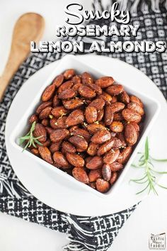 These toasted almonds are super addicting! They're full of smoky flavor and accented with rosemary and lemon zest. The perfect snack for a tapas party! Healthy Appetizers, Appetizer Recipes, Healthy Snacks, Snack Recipes, Party Recipes, Easy Snacks, Easy Meals, Un Diner Presque Parfait, Gluten Free Party Food