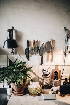 Visiting Theo Melnik – Kitchen decor ideas - Home Decor ideas Home Decor Styles, Cheap Home Decor, Interior Design Kitchen, Interior And Exterior, Kitchen Decor, Kitchen Backsplash, Murs Beiges, White Tiles, Beige Walls