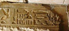 Hieroglifo helicóptero, em Abydos, Egito