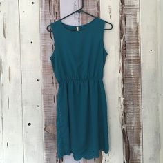 Scalloped Edge Dress Such a beautiful color. Low open back. Beautiful scalloped edging detail. Some wear and tear. Check photos above for visual. Zara Dresses Mini