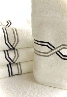 Cool 80 Luxury Bed Linens Color Schemes Ideas https://lovelyving.com/2017/11/12/80-luxury-bed-linens-color-schemes-ideas/ #luxurybedding