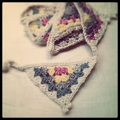 I have bunting on the brain at the moment; my head is filled with ideas on how to make seriously gorgeous, yet oh-so-easy-peasy garlands...