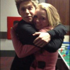I WANT A HUG LIKE THAT FROM NIALL