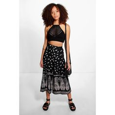 Boohoo Layla Monochrome Woven Culotte ($26) ❤ liked on Polyvore featuring pants, black, wide leg trousers, woven pants, palazzo trousers, tapered pants and basic t shirt