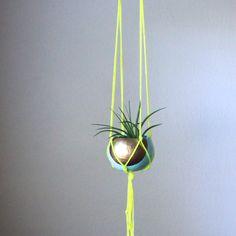 Hey, diesen tollen Etsy-Artikel fand ich bei https://www.etsy.com/de/listing/154737751/macrame-air-plant-hanging-planter-with