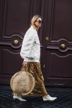 Street style at Paris Fashion Week Fall/Winter Fashion Week, Paris Fashion, Winter Fashion, Fashion Trends, Look Street Style, Street Style Looks, Gypsy Style, Style Me, Estilo Street
