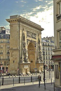 La porte Saint-Denis est un arc de triomphe situé dans l'actuel dixième arrondissement de Paris et construit en 1672, par l'architecte François Blondel, à la gloire de Louis XIV. Elle est située à l'emplacement d'une porte de Paris de l'ancienne enceinte de Charles V. La porte Saint-Denis se trouve au croisement de l'axe Saint-Denis (rue Saint-Denis et rue du Faubourg-Saint-Denis) et des Grands Boulevards (boulevard de Bonne-Nouvelle et boulevard Saint-Denis). Paris X.