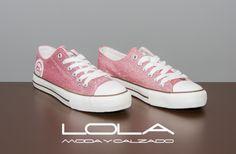 Tus zapatillas en glitter rosa para este verano por 30 € ¡ no se puede pedir más!  Pincha este enlace para comprar tus zapatillas en nuestra tienda on line:   http://lolamodaycalzado.es/primavera-verano/482-zapatilla-lona-glitter-rosa-chika-10.html