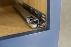 With a luxurious soft-close action and the ability to withstand up to 60kg, we only use industry-leading drawer runners on our cabinets.  NAKED is no compromise...
