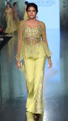 Shrugs for dresses – Lady Dress Designs Indian Fashion Dresses, Indian Designer Outfits, India Fashion, Indian Outfits, Fashion Outfits, Shrug For Dresses, Girls Dresses, Latest Bridal Dresses, Sharara Designs