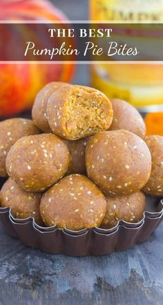These Pumpkin Pie Bites are a healthy, no bake version of the classic dessert, but made easy without all of the prep work. Filled with ground oats, pumpkin pure Pumpkin Puree Recipes, Pureed Food Recipes, Dessert Recipes, Healthy Pumpkin Desserts, Healthy Snacks, Recipes With Canned Pumpkin, Heart Healthy Desserts, Homemade Pumpkin Puree, Healthy Breakfasts