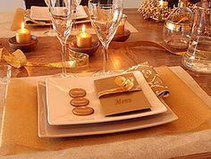 Ces menus à la couverture satinée brillante se marieront parfaitement au thème de votre mariage. Laissez libre court à votre imagination pour créer des menus qui vous ressemblent ! http://www.mariage.fr/menus-carton-brillant-mariage-a-imprimer.html