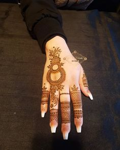 Today Simple And Easy Patterns Latest Mehndi Designs 2019 New Images Khafif Mehndi Design, Back Hand Mehndi Designs, Finger Henna Designs, Mehndi Designs 2018, Stylish Mehndi Designs, Mehndi Designs For Girls, Mehndi Designs For Beginners, Dulhan Mehndi Designs, Mehndi Designs For Hands