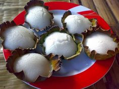 Rice Cakes on Banana Leaves (Photo courtesy by whologwhy from Flickr.com)