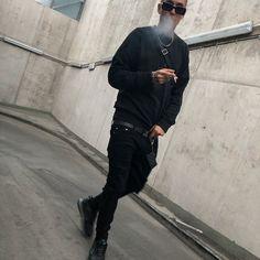 Nik Tendo ® @goldcigo - 🌚🔌💣🖤🔜♠️♣️🏴✖️🎵📽♟🎱🐾🕷🕶 📷 @tkeej - Insta Stalker Man Smoking, Wattpad Stories, Kickboxing, Men's Style, Normcore, Celebrity, Mens Fashion, Nike, Boys