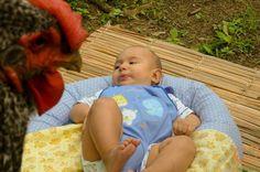 I have a #story to tell, it is about a #baby and a polka dot lovely #Chicken. Follow it the next days, I'll post the pics and tell everything. /    Eu tenho uma #história para contar sobre um #bebê e uma #GalinhaPintadinha cuidadosa e amável. Siga as fotos e a história nos próximos dias. #EducaçãoAmbiental #EnvironmentalEducation #BemEstarAnimal #animalwelfare #children #Child #criança #trainedanimal #animalTreinado #BEAnimal #petstagram #petbird #picoftheday #bestoftheday #Animal