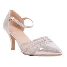 Chaussures de mariage femme grande pointure avec son bout pointu et sa  bride cheville. Pour la mariée qui chausse du 41, 42, 43 ou 44,  rassurez-vous ces ... 330c4b515f7e