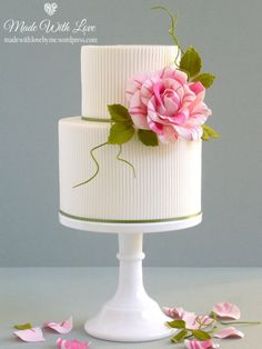 Ribbed Cake with Rose
