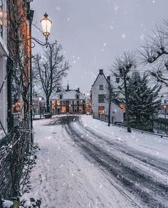 ❄️☃️ Let it snow, let it snow, let it snow ❄️ Turn on the sound and enjoy the music 😍 Tag someone who will love this ☃️ Winter Szenen, Winter Magic, Winter Time, Winter Sunset, Winter Night, Winter Holidays, Winter Snow Wallpaper, Christmas Wallpaper, Christmas In Europe
