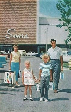 Scoring some awesome stuff from vintage Sears! I totally remember when Sears looked like that! My Childhood Memories, Sweet Memories, Family Memories, Vintage Advertisements, Vintage Ads, Vintage Stuff, Vintage Stores, Vintage Photos, Vintage Items