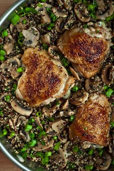 Chicken and quinoa skillet with garlic and mushrooms
