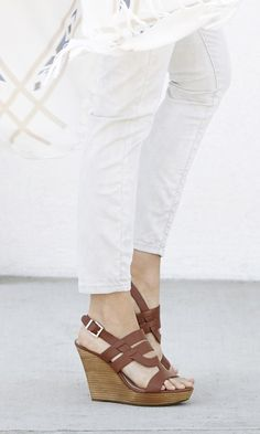 Brown leather wedge sandals with a stacked platform heel//