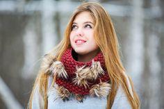 Теплый оригинальный зимний шерстяной вишневый бордовый шарф снуд с искуственым мехом