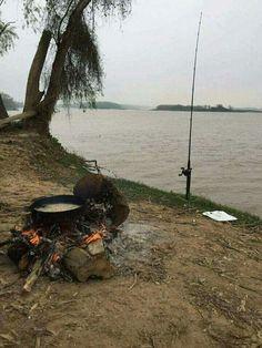 Campamento de pesca junto al rio