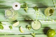 La ricetta della nutrizionista Kimberly Snyder per preparare uno smoothie con frutta e verdura che fa perdere peso e rende la pelle luminosa