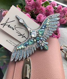 "743 Likes, 1 Comments - @kaunista_jewelry on Instagram: ""~ПРОДАН ~ Весенний журавлик | 🌿 Изготовлен из жемчуга и кристаллов Swarovski, японского и чешского…"""