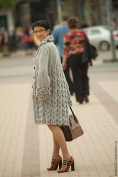 Fair of Craftsmen … Knitwear Fashion, Knit Fashion, Fashion Outfits, Crochet Woman, Knit Crochet, Coat Patterns, Knitting Patterns, Knit World, Knitted Coat