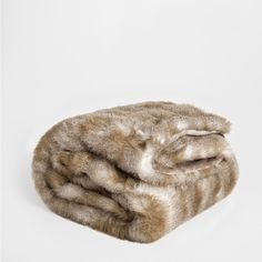 Zara Home BLOCK COLOR FUR BLANKET ($169) ❤ liked on Polyvore featuring home, bed & bath, bedding, blankets, mink, fur blanket, zara home and fur bedding