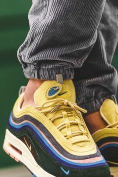 Collaboration entre Nike et Sean Wotherspoon sur un mix entre une Air Max 1 et une Air Max 97 à l'occasion d'un Air Max Day #chaussures #baskets #sneakers #nike #seanwotherspoon #airmax1 #airmax97 #airmax #airmaxday #shoes Air Max 1, Nike Air Max, Best Sneakers, Sneakers Fashion, Shoes Sneakers, Men's Shoes, Streetwear, Hypebeast, Balenciaga