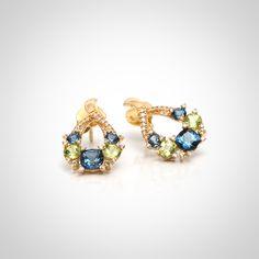 Aros de oro amarillo 18k con zafiros, peridotos y diamantes
