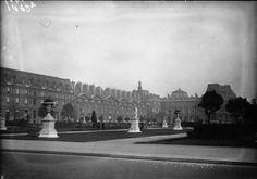 Le Louvre par ParisZigZag  Lien vers le document : http://gallica.bnf.fr/ark:/12148/btv1b9055139f/f1.item