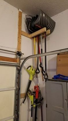 37 DIY Project Garage Storage and Organization Use a Pallet www.onechitecture...
